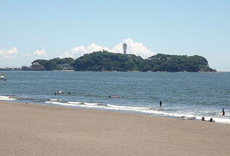 Enoshima_view_from_Kugenuma_beach[2].jpg